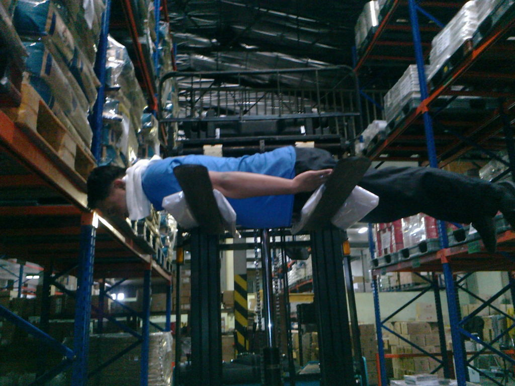 Back to 2011: Planking op de Heftruck!